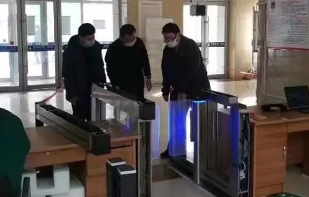 智能测温闸机